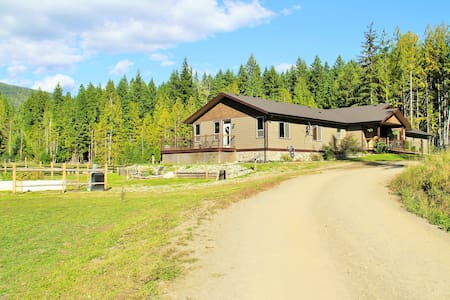 Country home in the Shuswap - Magna Bay