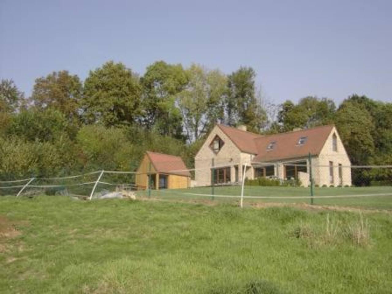 Woning omgeven door groen/house in green country-side