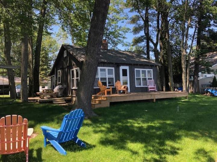 Classic Waterfront Cottage on Lake Mitchell