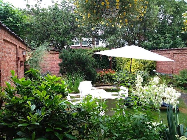 gelijkvloersappartement met tuin in rustige straat