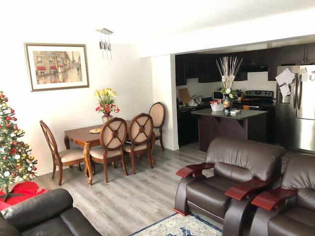 Comfy Room/WiFi/kitchen/parking/laundry/conestoga