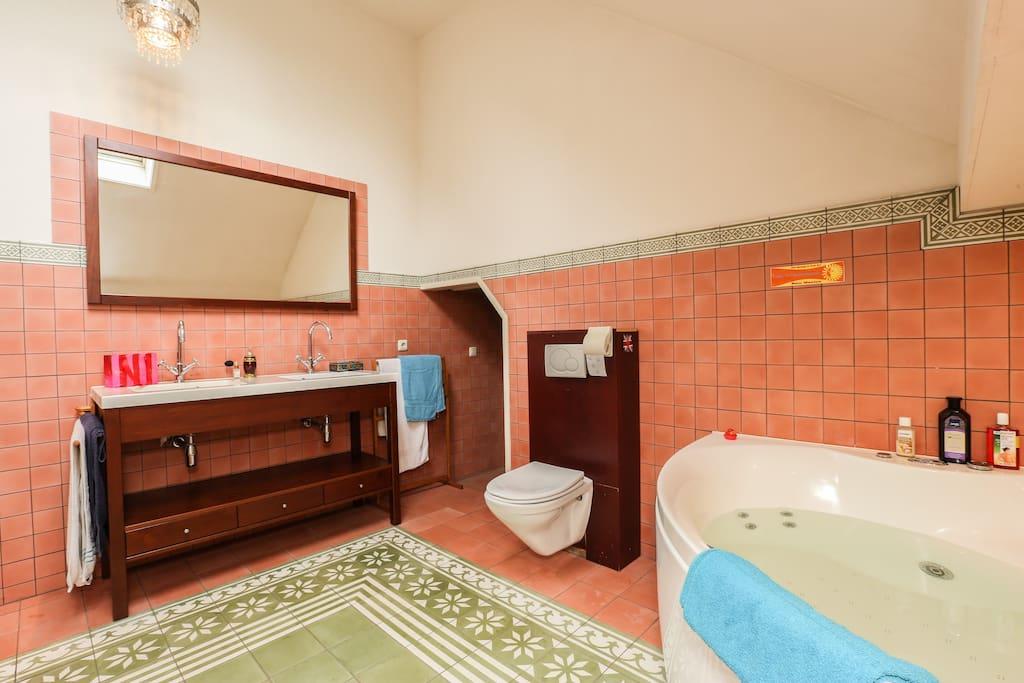 Ja, die badkamer...