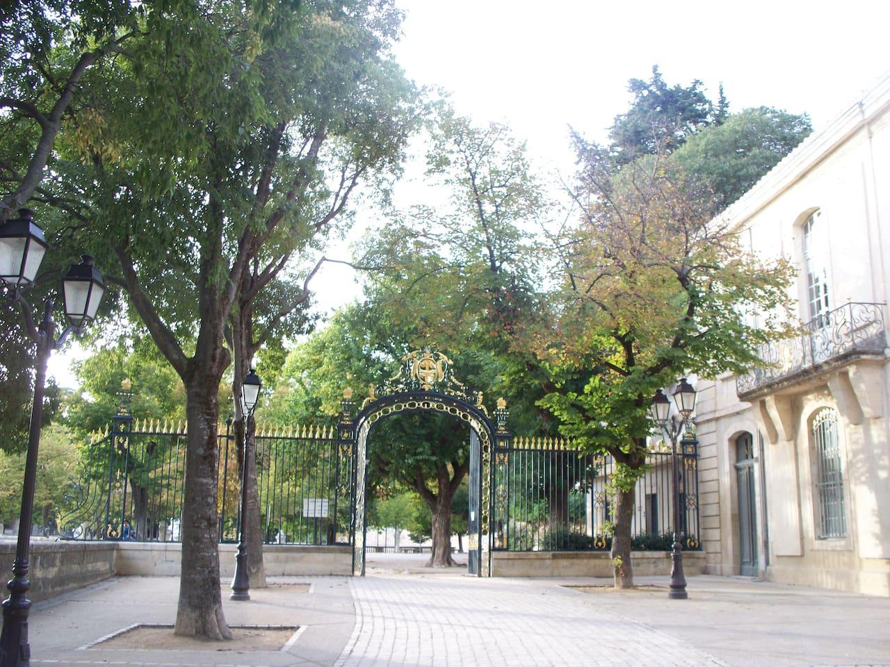Entrée latérale des Jardins de la Fontaine