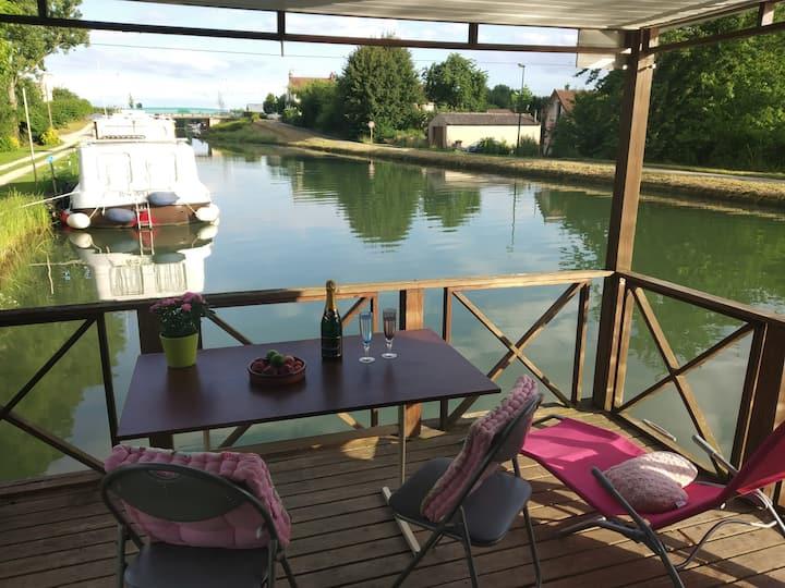 Cottage sur l'eau insolite près de Beaune