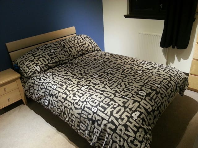 Comfy Double Room in Nice Sunny Home - Inverurie - Casa