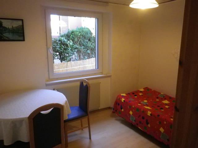 Zimmer2 Verbindung nach Zürch Baden - Rudolfstetten-Friedlisberg - House