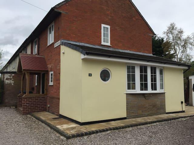 6 Rose cottage euxton