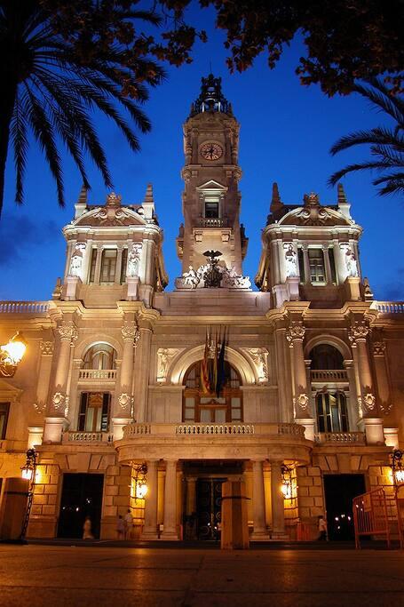 Ayuntamiento by night