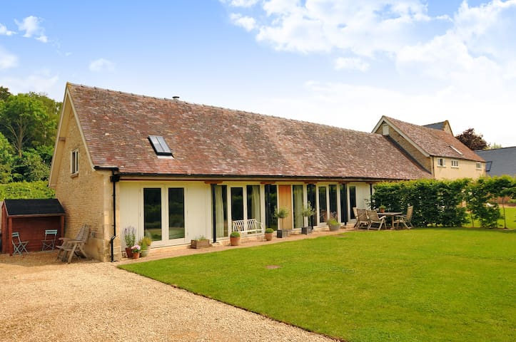 Contemporary, open plan, light cotswold cottage