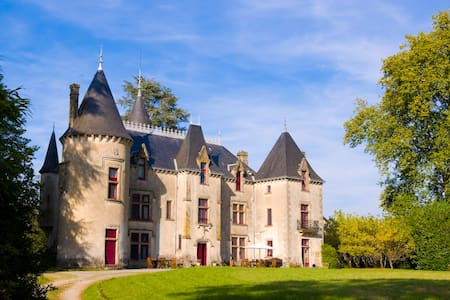 Grand Suite at Chateau de Ribagnac - Saint-Martin-Terressus - 城堡