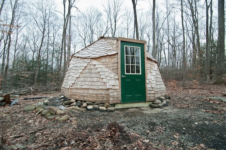 Geodesic Dome in the Wooods - Bethlehem - Casa cova