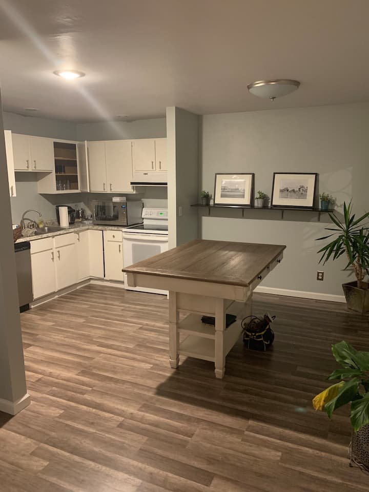New townhouse middle Champaign. Easy & comfortable
