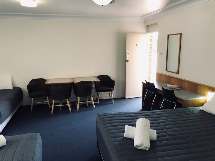Reign Inn Newcastle Family Room, Sleeps 5