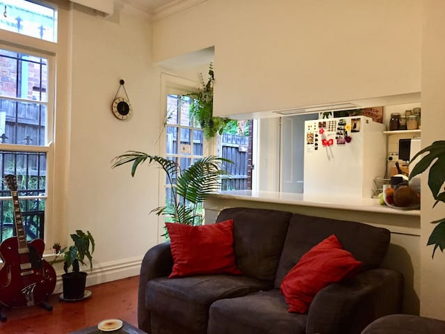 Central Fitzroy, spacious room in charming terrace