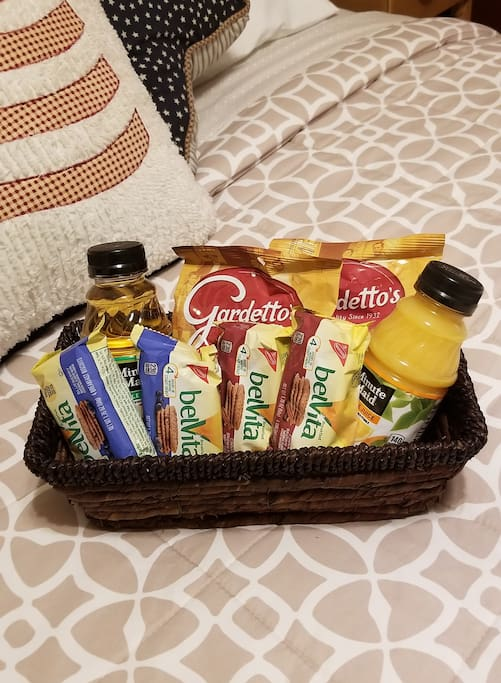Small welcome basket