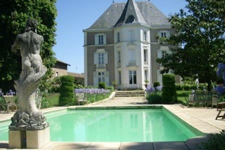 Chateau de Préty, chambre rose - Préty - Slot