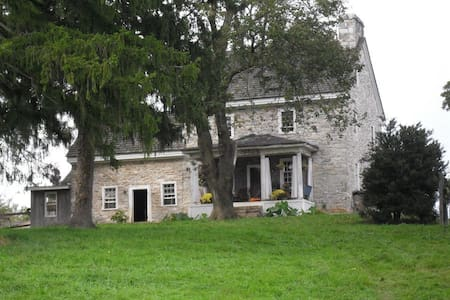 Oldeststone Farm, WV (rear room) - Charles Town - Dom