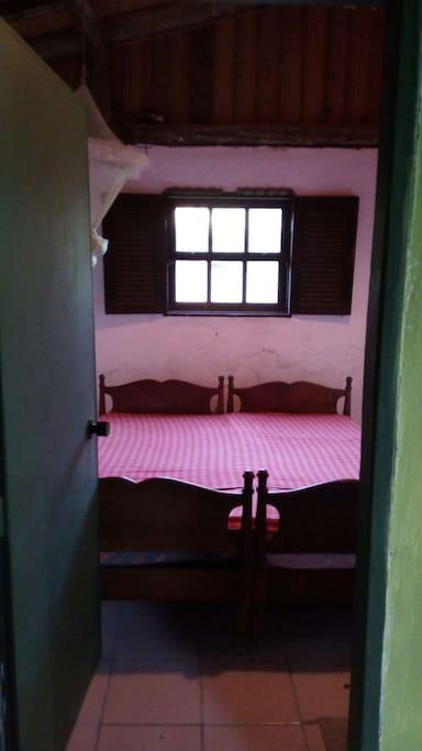 Quarto com 2 camas solteiro
