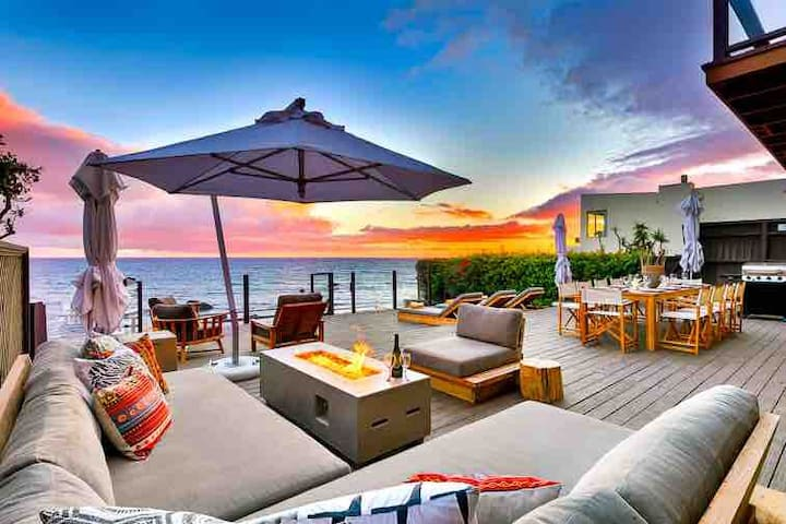 Malibu stunning villa on the water! On Malibu Rd.