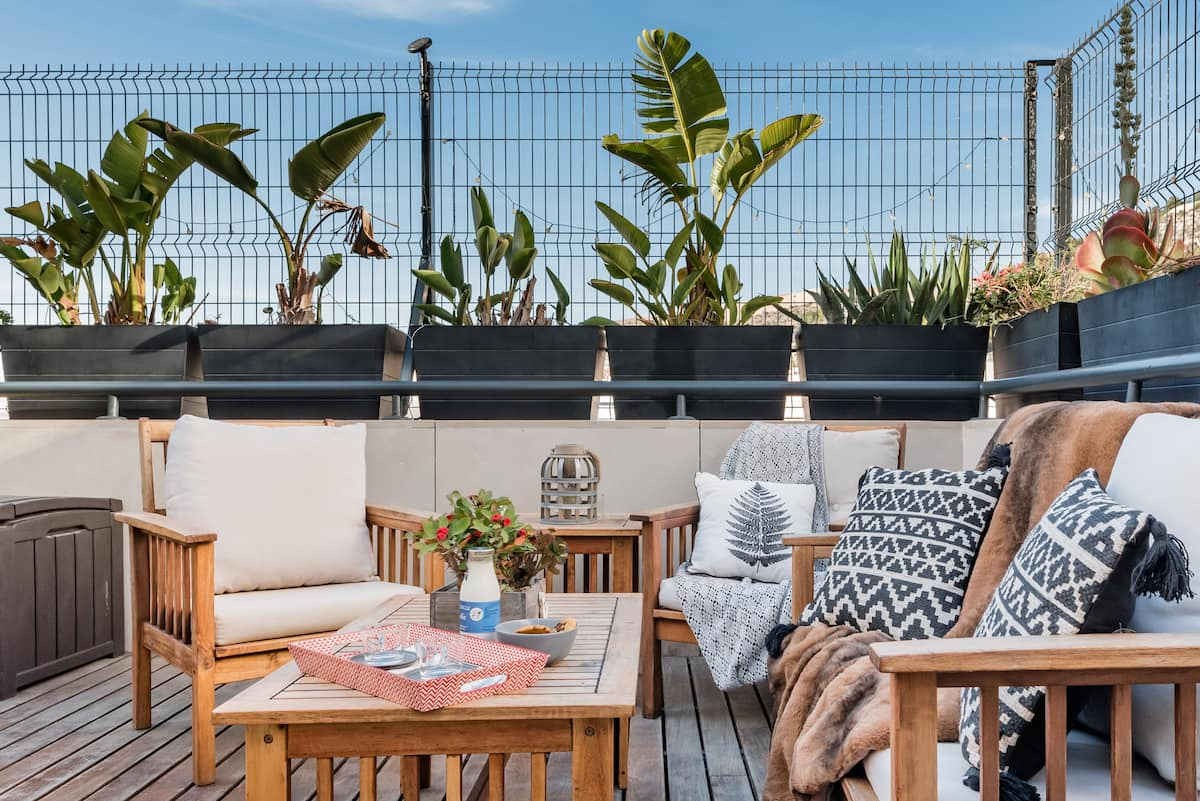 Castle View Penthouse with Rooftop Terrace