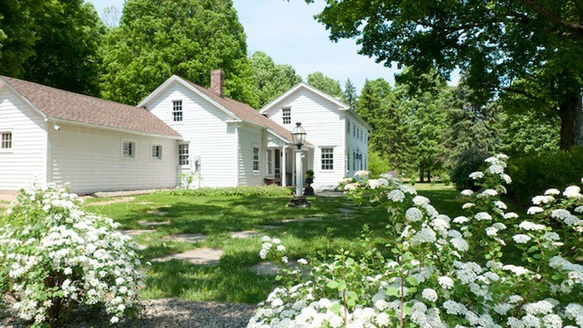 Beautiful Colonial farmhouse - Malden Bridge
