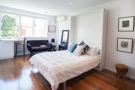 St Kilda Beach jewel box - St Kilda - Apartment