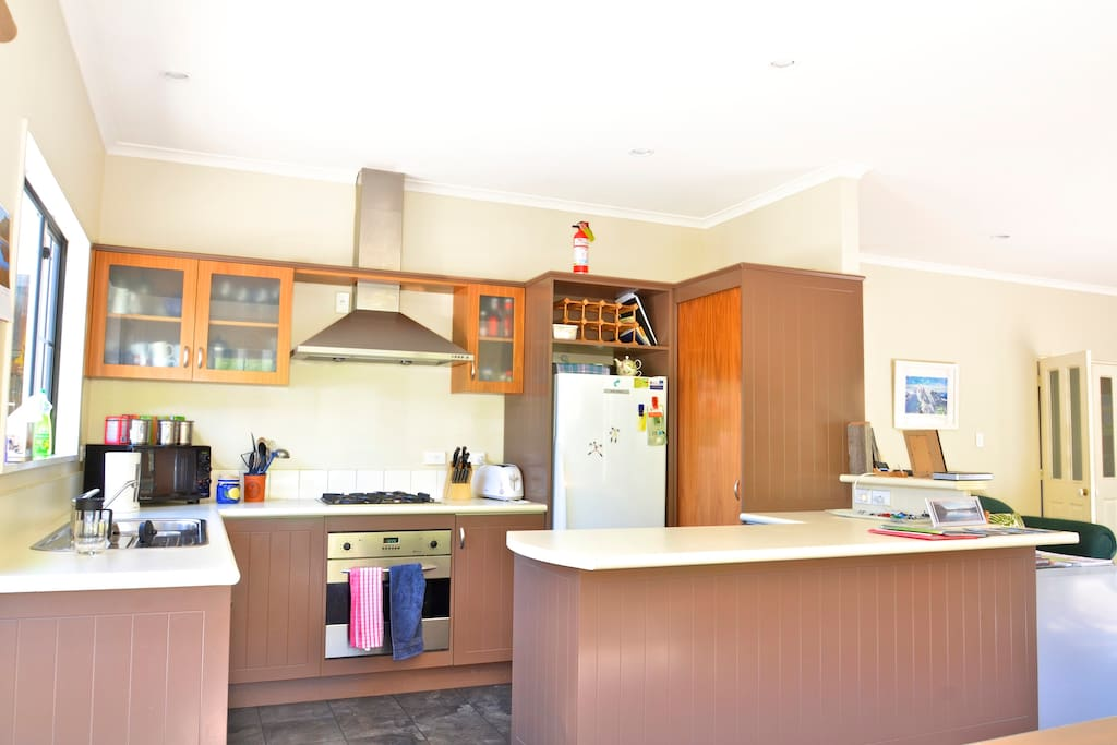 Fully equipped kitchen with gas hobs, dishwasher etc