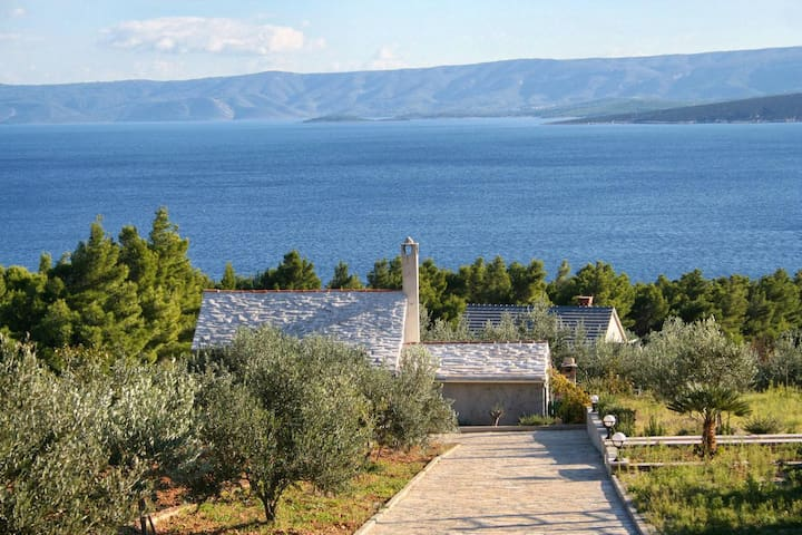 Two bedroom house with terrace and sea view Bol, Brač (K-2894)