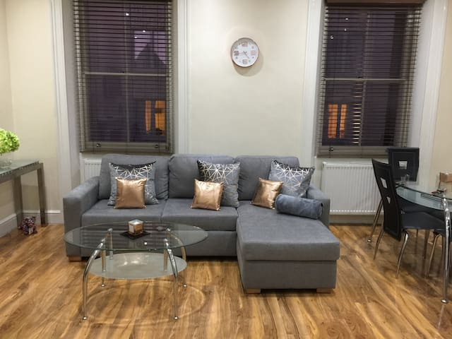 CONTEMPORARY -HYDE PARK 1BED APARTMENT SLEEPS 4