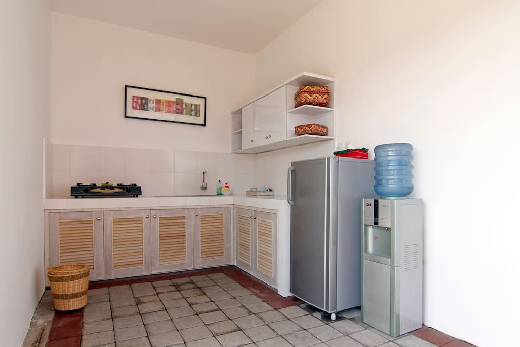 fully equipped kitchen.  tea, coffee and water available for your use.