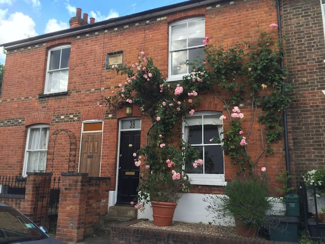 Delightful Conservation Cottage in Heart of Town - Saint Albans - Ev