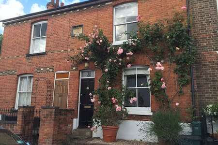 Delightful Conservation Cottage in Heart of Town - Saint Albans