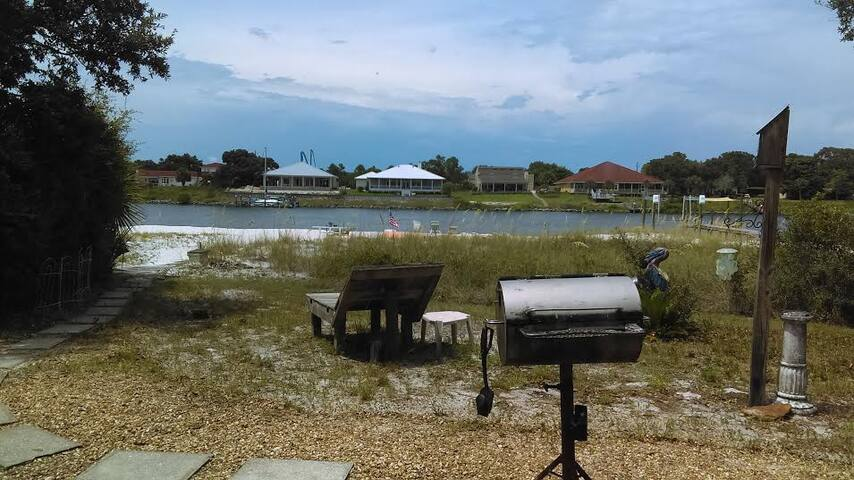 Ranch Style House w/ Private Beach - Pensacola - House