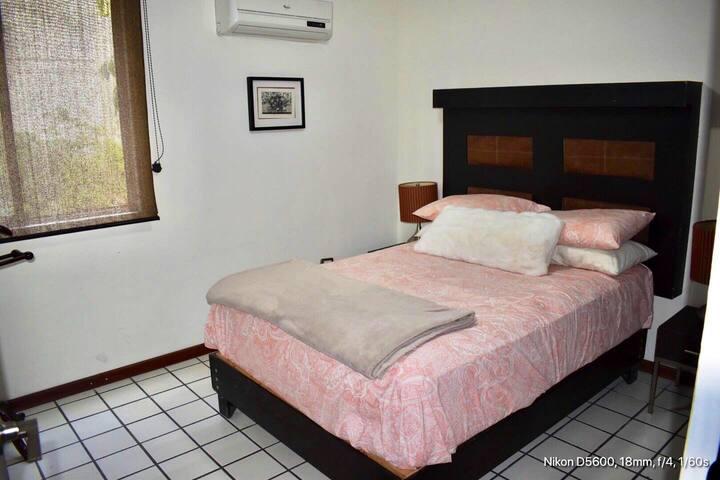 Habitación privada #2 cerca de Parque Fundidora.