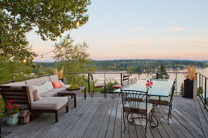 Stunning Lake Washington and Mount Rainier Views!