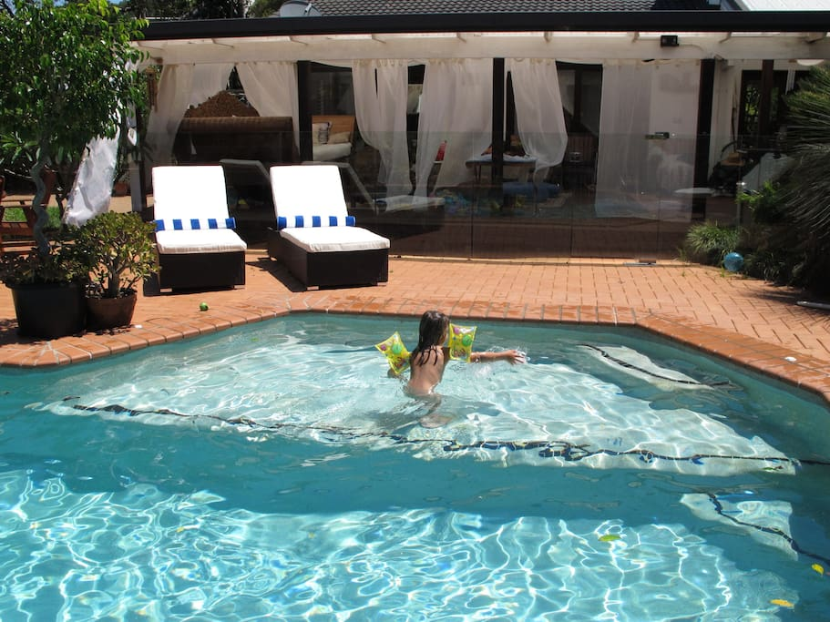 Gorgeous 2 Br Cottage Pool Freewifi Cabins For Rent In Ewingsdale New South Wales Australia