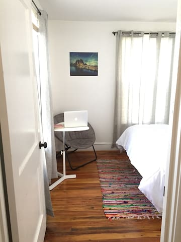 Clean & Cozy Renovated Mill House Near Downtown