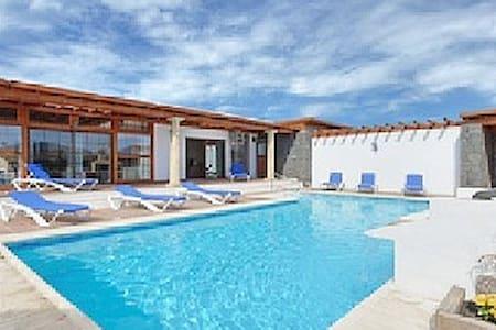 Luxury: solar heated pool, hydromassage - Playa blanca - 別荘