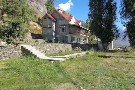 Gemoor Khar - Jispa - 家庭式旅館