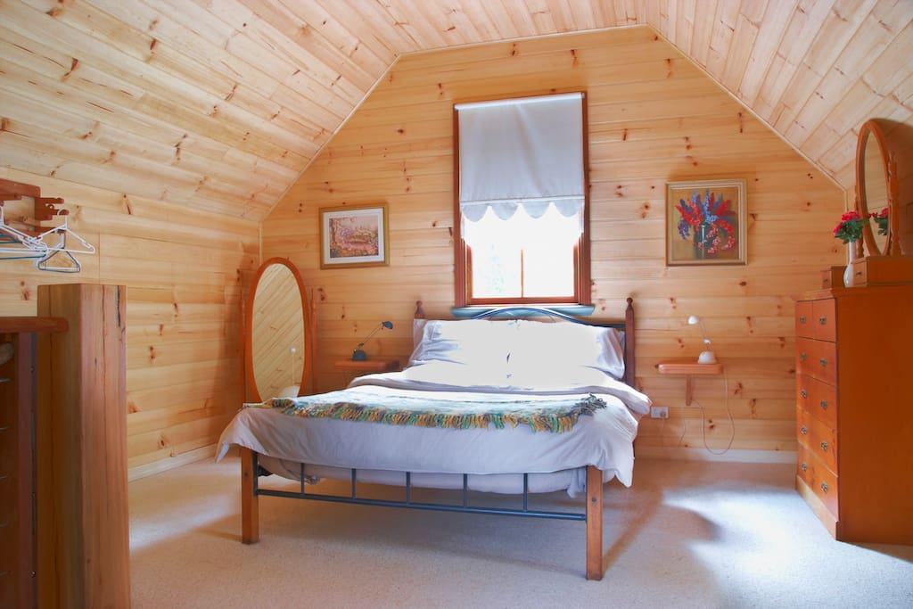 Cosy attic bedroom with queen bed