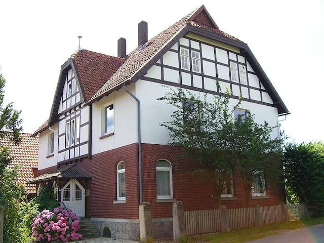 Spacious apartment close to Hanover - Nordstemmen - Квартира
