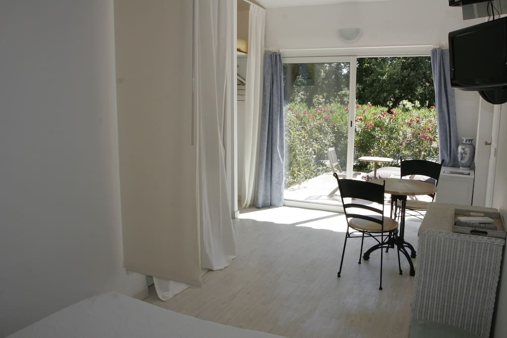 Family studio st tropez heated pool bike chambres for Chambre hote ramatuelle