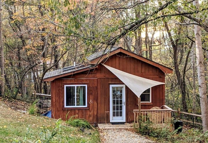 Tiny House @ Springbrook Woods; 10mins to Downtown