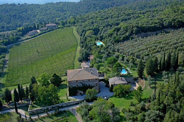 Rural Tuscany | Agriturismo with pool nearby Siena