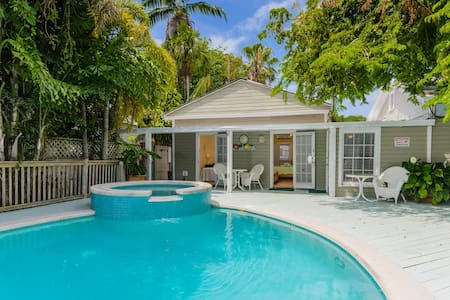Queen Poolside Room, just off Duval Street - Key West