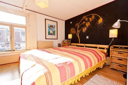 Cosy room under watertower, Alkmaar - Alkmaar - Bed & Breakfast