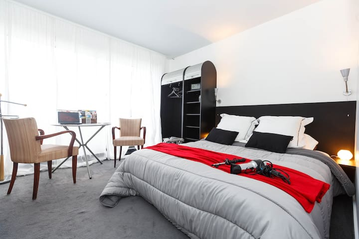 B&B Private Suite EIFFEL TOWER - Apartments for Rent in Paris, Île ...