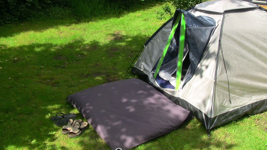 Double Air-mattress in Tent with access to house - Hampen - Tent