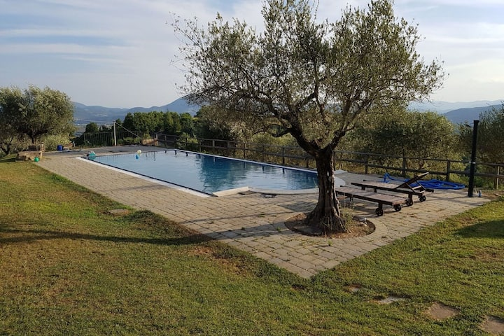 Comfy Holiday Home in Montone with Garden