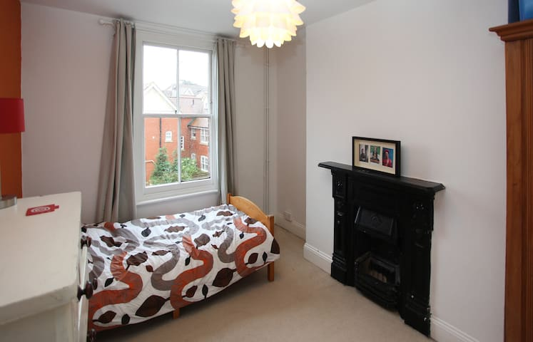Central & bijou double room - Ipswich - House